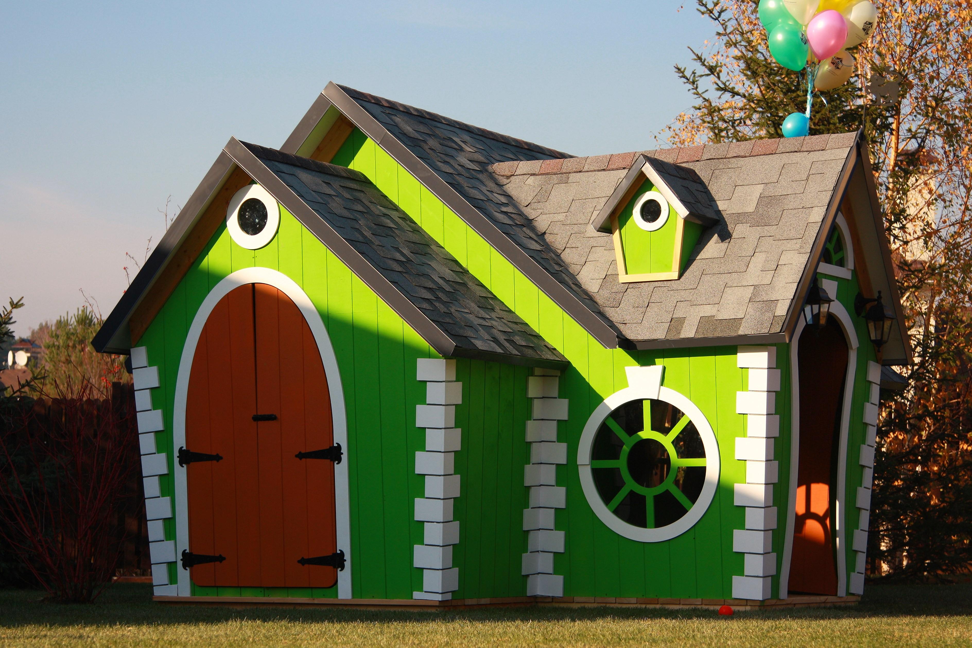 Домик Венди KidsCrookedHouseДеревянные площадки<br>Размер: 2500х5000<br><br>Материалы: Основание и крыша - лиственница<br>Полный размер: 2500х5000<br>Цвет: Киви (зеленый), Слива (фиолетовый), Мандарин (оранжевый), Яблоко (красный), Лимон (желтый), Принцесса (розовый), Камелот (серый), Сьерра (коричневый), Черника (синий)<br>Примечание: При оформлении заказа необходимо уточнить есть ли возможность для подъезда грузовика-манипулятора к месту установки<br>Изготовление и доставка: От 15 дней<br>Условия доставки: Бесплатная по Москве до подъезда<br>Условие оплаты: Оплата наличными при получении товара<br>Доставка по МО (за пределами МКАД): 50 руб./км<br>Производитель: KidsCrookedHouse