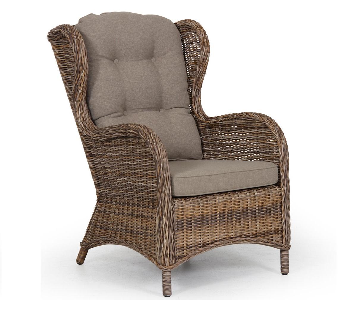 Плетеное кресло Evita brownПлетеная мебель из искусственного ротанга<br>Размер: 65х66 В102<br><br>Артикул: 5641-62<br>Материалы: Искусственный ротанг<br>Каркас: Алюминиевый<br>Полный размер: 65х66 В102<br>Вес товара (кг): 15,9<br>Цвет: Коричневый<br>Примечание: Подушка в стоимость не входит<br>Изготовление и доставка: 2-3 дня<br>Условия доставки: Бесплатная по Москве до подъезда<br>Условие оплаты: Оплата наличными при получении товара<br>Производство: Швеция<br>Производитель: Brafab