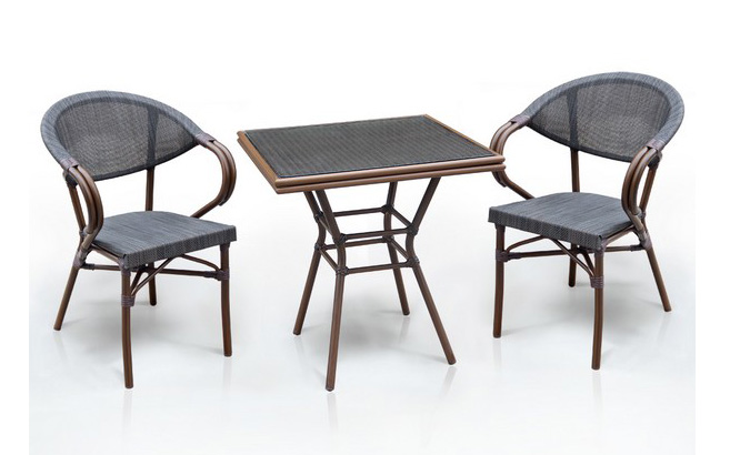 Комплект мебели из искусственного ротанга 2+1 А1016-D2003SПлетеная мебель из искусственного ротанга<br>Стол: 70x70 В74, кресло: 56х62 В82<br><br>Артикул: А1016-D2003S<br>Материалы: Стекло закаленное - 5 мм, столешница текстилен 4х4<br>Каркас: Алюминий D28х1,5 мм с полимерным покрытием<br>Полный размер: Стол: 70x70 В74, кресло: 56х62 В82<br>Комплектация: 1 стол, 2 кресла<br>Цвет: Dark brown<br>Изготовление и доставка: 2-3 дня<br>Условия доставки: Бесплатная по Москве до подъезда<br>Условие оплаты: Оплата наличными при получении товара<br>Производство: Китай<br>Производитель: Афина Мебель
