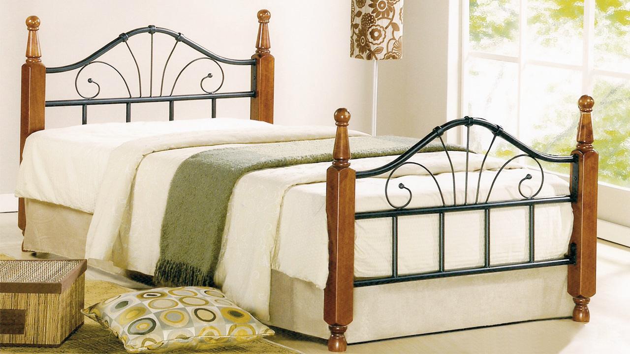 Кровать UF-9128Кровати<br>Размер: 1150х2150 (сп. м. 900х200)<br><br>Материалы: Массив Гевеи<br>Каркас: Металлический<br>Полный размер: 1150х2150<br>Спальное место: 900х200<br>Вес товара (кг): 19<br>Комплектация: Основание кровати: металлическая решетка с деревянными ламелями<br>Цвет: Дерево: красный Дуб; Металл: черный<br>Примечание: Доставляется в разобранном виде<br>Изготовление и доставка: Склад до 5 дней, под заказ 2-3 недели<br>Условия доставки: Бесплатная по Москве до подъезда<br>Условие оплаты: Оплата наличными при получении товара<br>Подъем на грузовом лифте: 4% от стоимости изделия<br>Подъем без лифта: 2% от стоимости изделия за 1 этаж<br>Сборка: 10% от стоимости изделия, но не менее 1000 руб. Выезд сборщика за МКАД+500 руб.<br>Гарантия: 24 месяца<br>Производство: Малайзия