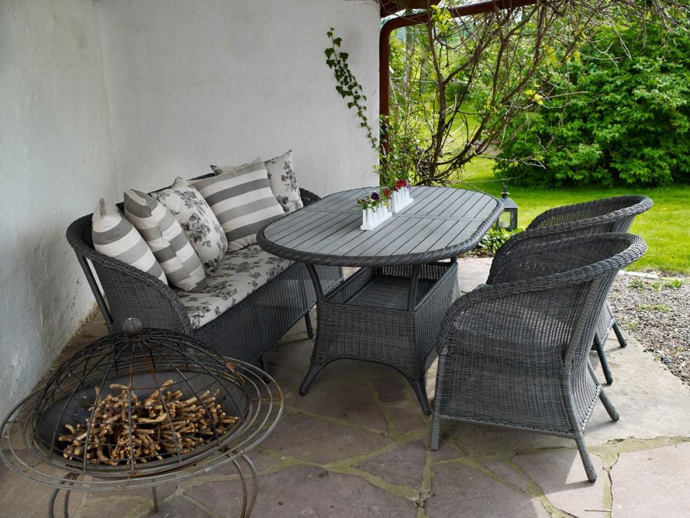 Комплект плетеной мебели Magda greyПлетеная мебель из искусственного ротанга<br>Размер: Диван: 165х49 В81; стол 150х90 В72.5; кресло 50х49 В81;<br><br>Артикул: Диван 6812-7, стол 6806-7-7, кресло 6803-7<br>Материалы: Искусственный ротанг, столешница-пластик nonwood<br>Каркас: Алюминиевый<br>Полный размер: Диван: 165х49 В81; стол 150х90 В72.5; кресло 50х49 В81;<br>Комплектация: Диван, стол, кресло 2 шт<br>Цвет: Серый<br>Примечание: Подушки в стоимость не входят!<br>Изготовление и доставка: 2-3 дня<br>Условия доставки: Бесплатная по Москве до подъезда<br>Условие оплаты: Оплата наличными при получении товара<br>Гарантия: 12 месяцев<br>Производство: Швеция<br>Производитель: Brafab