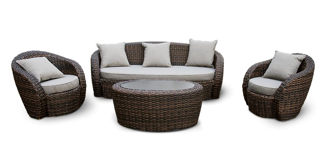 Лаунж зона АвелаПлетеная мебель из искусственного ротанга<br>Размеры: Диван: 204х88 В75, кресло: 82х85 В75, стол: 107х62 В46<br><br>Материалы: Искусственный ротанг, стекло закаленное<br>Каркас: Алюминий<br>Полный размер (ДхГхВ): Диван: 204х88 В75, кресло: 82х85 В75, стол: 107х62 В46<br>Комплектация: Диван, кресло - 2 шт., стол, подушки<br>Цвет: Коричневый<br>Изготовление и доставка: 2-3 дня<br>Условия доставки: Бесплатная по Москве до подъезда<br>Условие оплаты: Оплата наличными при получении товара<br>Производство: Китай<br>Производитель: 4sis