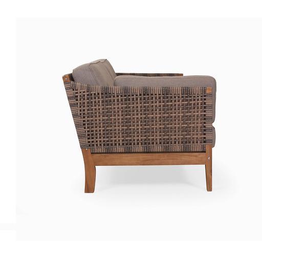 Кресло из акации Nido.