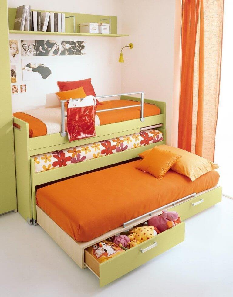 Выдвижная детская трехъярусная кровать