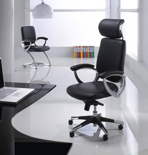 Офисное кресло черное